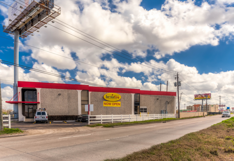 SIG Handles Deal on Non-Traditional Automotive Retail Location in Houston Texas