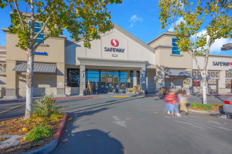 SIG Handles Large Safeway Grocery Transaction, Closing Escrow Despite Fires in CA
