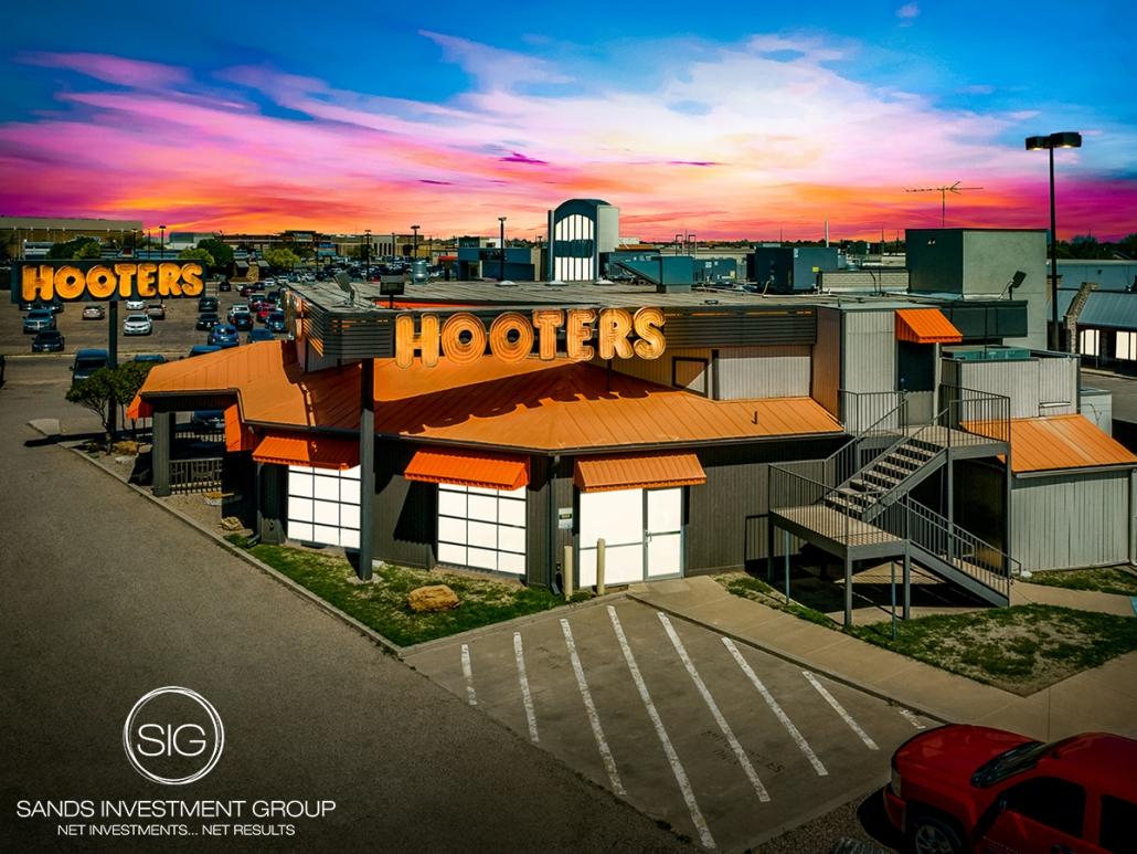 Hooters | Lubbock, TX